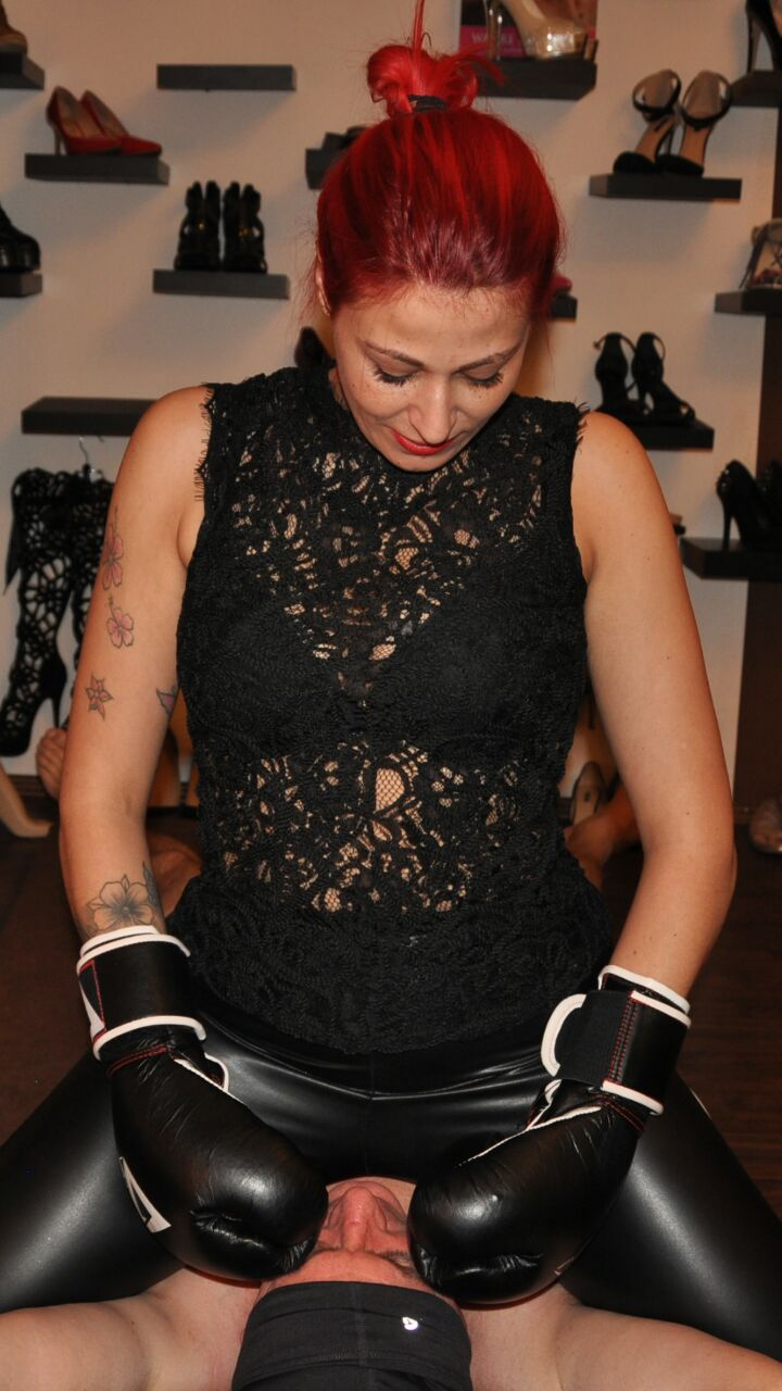 Lady Mira aus Hannover - Boxing
